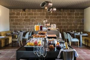 A restaurant or other place to eat at Hotel Torre de Gomariz Wine & Spa