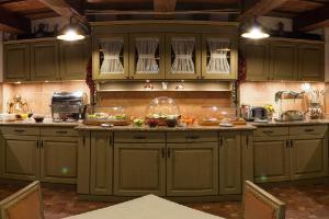 A kitchen or kitchenette at Hotel Bella Muzica