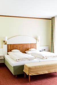 A bed or beds in a room at Bad Hotel Bad Überkingen