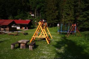 Plac zabaw dla dzieci w obiekcie Willa Wisełka