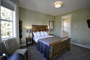 A bed or beds in a room at Novel Bed and Breakfast