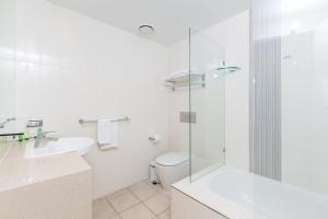 A bathroom at Wyndham Resort Surfers Paradise