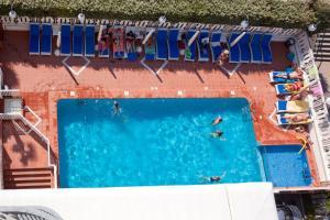 Výhled na bazén z ubytování Hotel Savoy nebo okolí