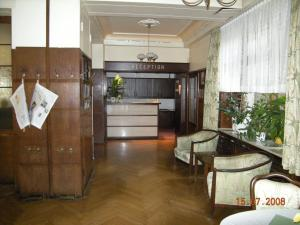 The lobby or reception area at Hotel Merkur Garni
