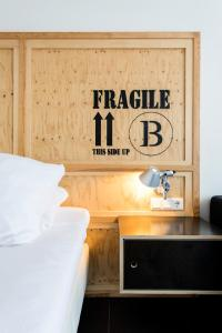 A bed or beds in a room at B's Strandappartementen