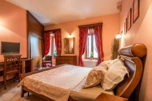 A bed or beds in a room at Guest House Forza Lux