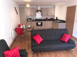 A kitchen or kitchenette at Basildon Fairview City Centre Apartment