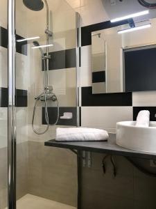 A bathroom at Appartement Le Saint-Charles - Canebière
