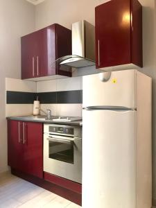 A kitchen or kitchenette at Appartement Le Saint-Charles - Canebière