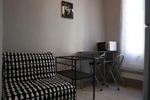 A seating area at Appartement Le Saint-Charles - Canebière
