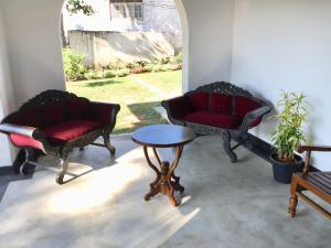 A seating area at Villa Nilmalee