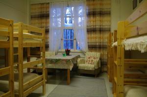 Kerrossänky tai kerrossänkyjä majoituspaikassa Aneen Loma Vacation and Cottages
