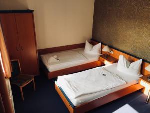 Ein Bett oder Betten in einem Zimmer der Unterkunft B&S Hotel Am Bachhaus
