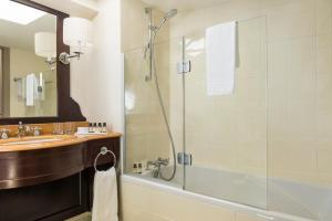 חדר רחצה ב-Grand Hotel Beauvau Marseille Vieux Port - MGallery