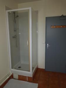 A bathroom at Au Royal Mad