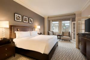 A bed or beds in a room at Fairmont Chateau Laurier