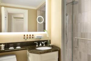 A bathroom at Fairmont Chateau Laurier