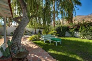 A garden outside Hacienda Salida-Pool-HT-2BR/1.5B