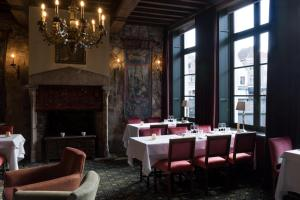 A restaurant or other place to eat at Hotel Duc De Bourgogne