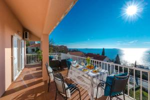 A balcony or terrace at Summer Experience Apartment