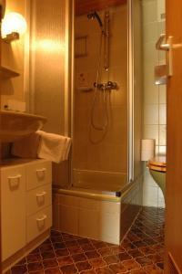Ένα μπάνιο στο Gästehaus Inzeller Hof