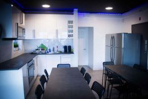 A kitchen or kitchenette at Miami Beach International Hostel
