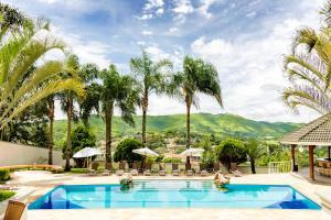 A piscina localizada em Vila Verde Hotel Atibaia ou nos arredores