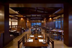 A restaurant or other place to eat at Hyatt Regency Kinabalu