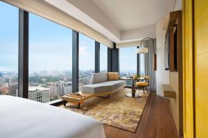 A seating area at Andaz Singapore – A Concept by Hyatt (SG Clean)