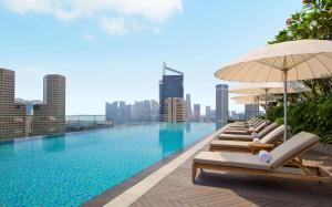 The swimming pool at or near Andaz Singapore – A Concept by Hyatt (SG Clean)