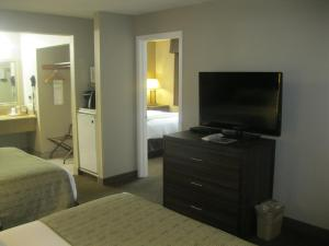 A television and/or entertainment center at Best Western John Day Inn
