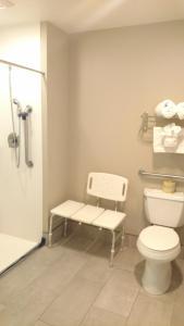 A bathroom at Best Western John Day Inn