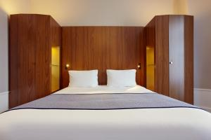 A bed or beds in a room at Holiday Inn Paris Gare de Lyon Bastille, an IHG Hotel