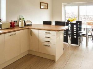 A kitchen or kitchenette at Mountain View, Lairg