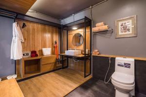 A bathroom at Cocohut Beach Resort & Spa