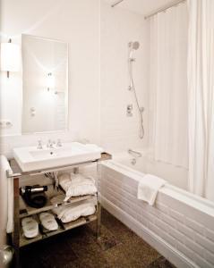 A bathroom at Louis Hotel