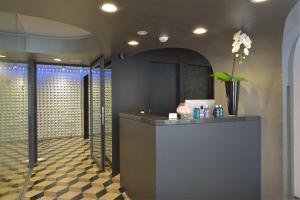 The lobby or reception area at Vander Urbani Resort - a Member of Design Hotels