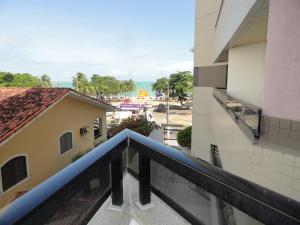 A balcony or terrace at Apartamento Studio na Beira Mar de Pajuçara