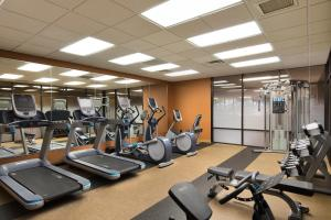 The fitness center and/or fitness facilities at University Plaza Hotel
