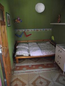 Łóżko lub łóżka w pokoju w obiekcie Apartament kot