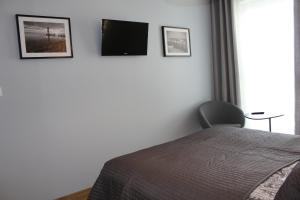 A television and/or entertainment centre at Apartament Goya