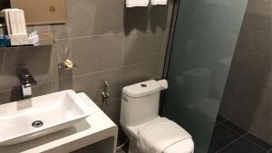 A bathroom at Diamond Inn
