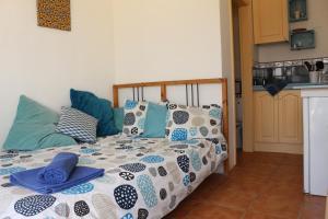 A bed or beds in a room at Casita del Rio 2