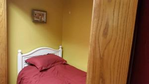 A bed or beds in a room at Chisolm Trails End B&B