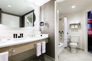 A bathroom at Universal's Hard Rock Hotel®