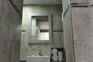 A bathroom at Regal Inn Umhlanga Gateway