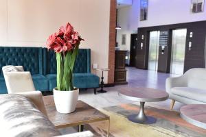 The lobby or reception area at Regal Inn Umhlanga Gateway