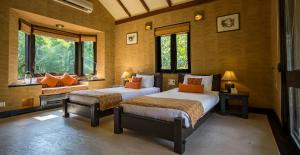 A bed or beds in a room at Kings Lodge