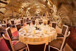 Un restaurante o sitio para comer en Hotel Eguren Ugarte