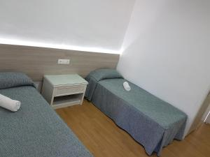 Cama o camas de una habitación en Hostal Montsant